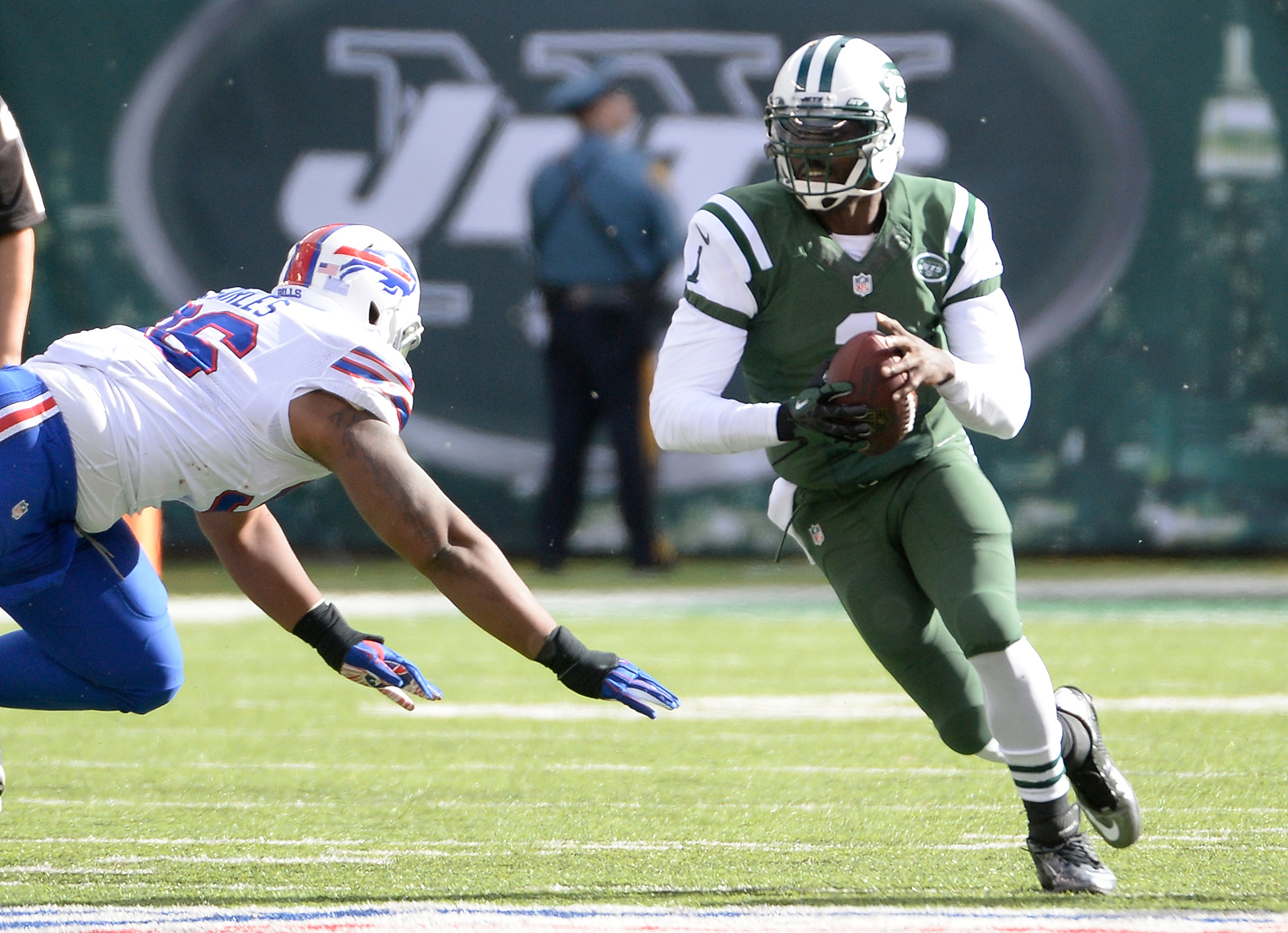 Geno Smith expects to learn from Mark Sanchez while both